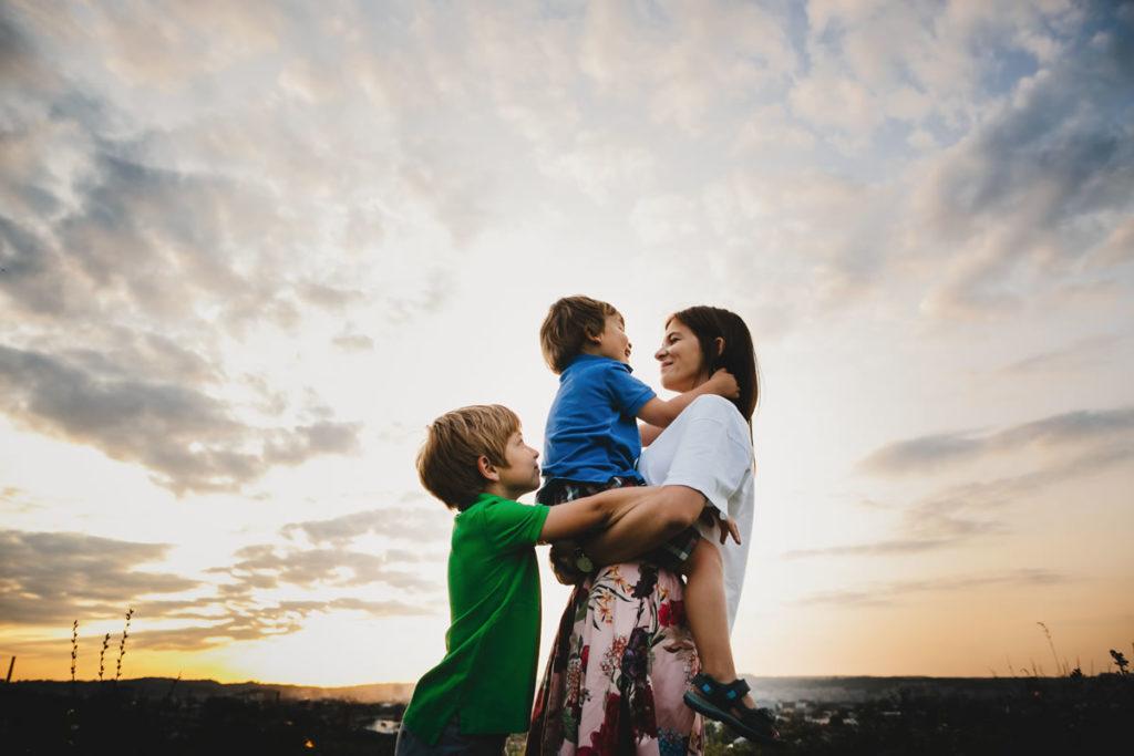 niños-entrega-padres