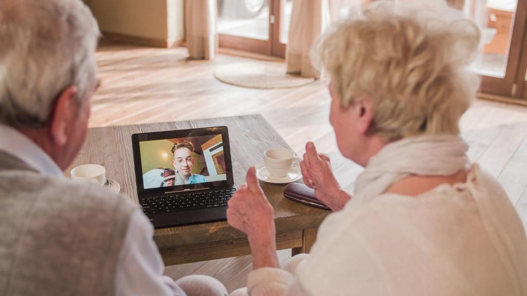 abuelos-videollamada